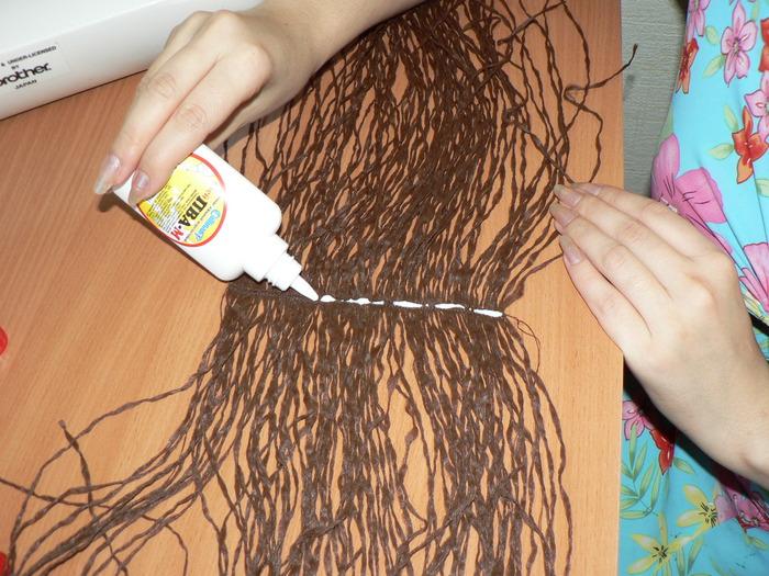 Волосы пришивают к своими руками