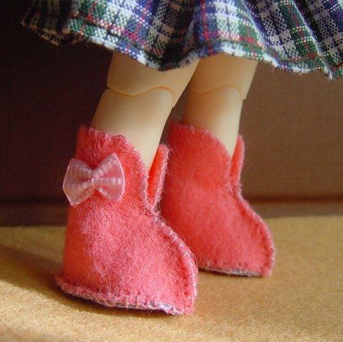 Как сделать сапожки для куклы из фетра