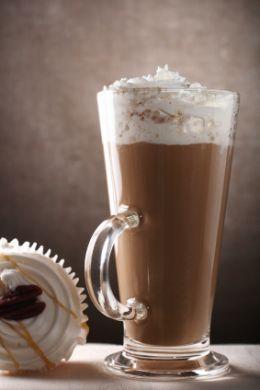 Холодный кофейный коктейль с амаретто.