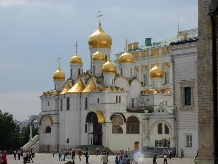 Благовещенский собор Московского Кремля.  На рубеже XIII—XIV веков на месте существующего собора.