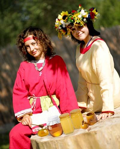 И тебе, Танечка, прекрасных выходных и с праздником Медового спаса тебя!