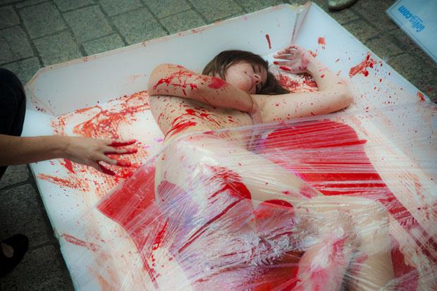 Убитая голая девушка фото