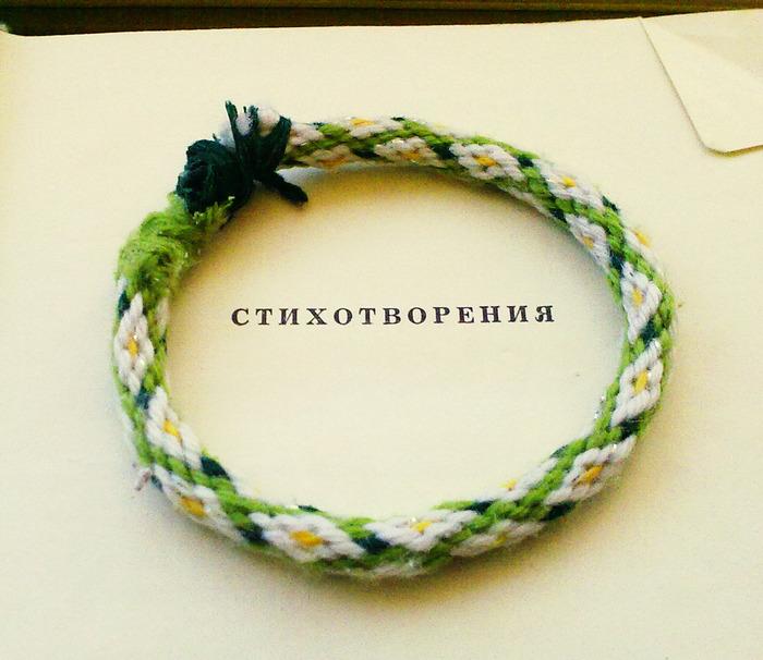 """Кумихимо - японское плетение шнурков.  Кумихимо является японской традицией плетения шнуров- """"косичек """"."""