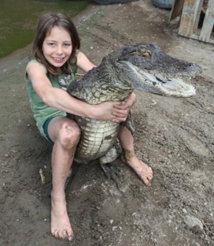 9-летняя девочка, работающая с крокодилами (7 фото) .