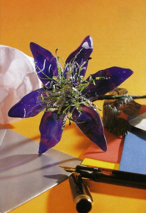 Цветы из витражных красок