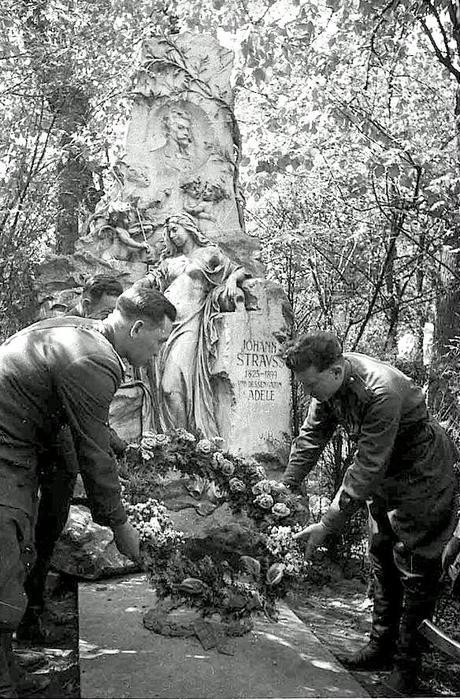 2158834_sovietrussianarmyautria1945ww2secondworldwarillustratedhistorypicturesimages001 (460x700, 108Kb)