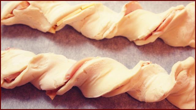 Слоёные косички с курицей и сыром Вкуснолог.