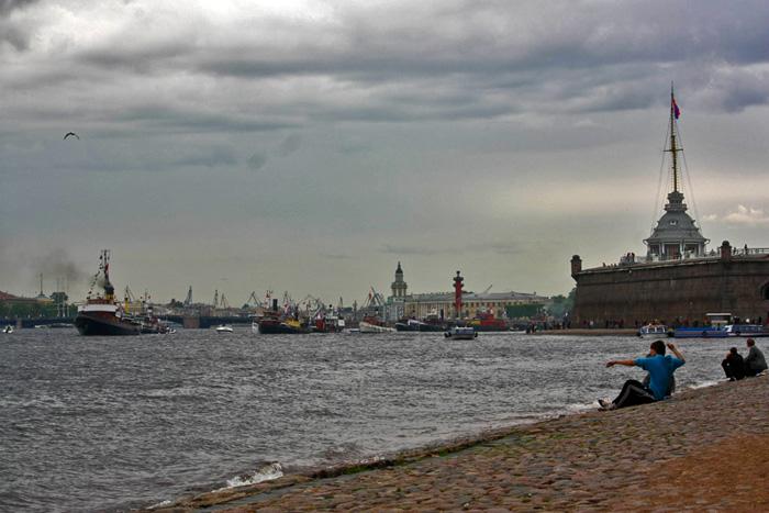 Пароходики у Петропавловской крепости