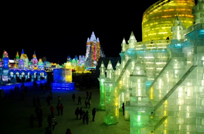 фестиваль ледяных скульптур харбина 2 (700x462, 235Kb)
