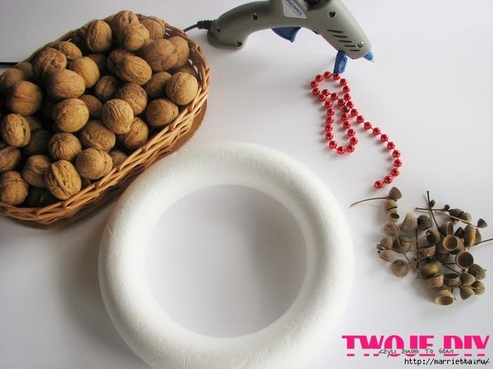 рождественский венок из грецких орехов (1) (700x525, 205Kb)