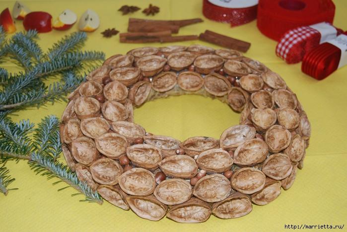 рождественский венок из грецких орехов (35) (700x468, 291Kb)