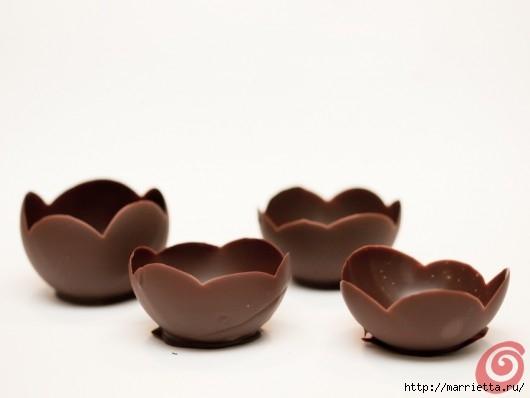 Шоколадные вазочки для мусса из белого шоколада. Праздничный десерт (6) (530x398, 51Kb)