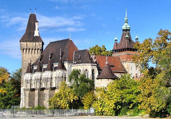 Vajdahunyad-Castle-autumn-view (594x413, 265Kb)