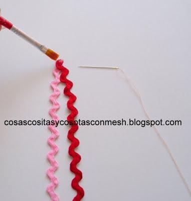 Розочки из зигзагообразной тесьмы. Украшаем ободок для волос (3) (381x400, 54Kb)