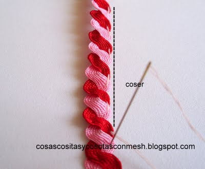 Розочки из зигзагообразной тесьмы. Украшаем ободок для волос (5) (400x330, 74Kb)
