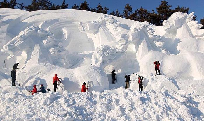 Тридцатый фестиваль ледяных скульптур в Харбине