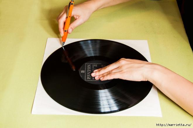 Un regalo para un fanático de la música.  Horas de discos de vinilo (1) (660x438, 92Kb)