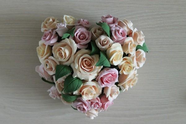 Розы из полимерной глины. СЕРДЦЕ ИЗ РОЗ (46) (600x400, 121Kb)