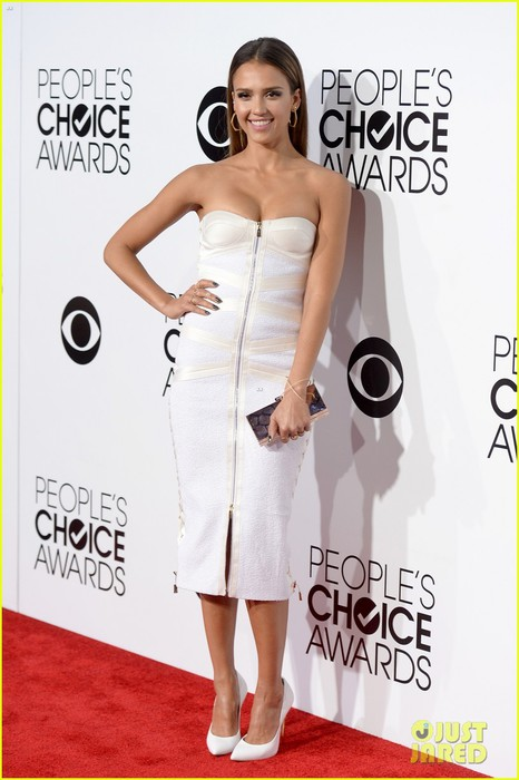 jessica-alba-peoples-choice-awards-2014-red-carpet-01 (466x700, 74Kb)