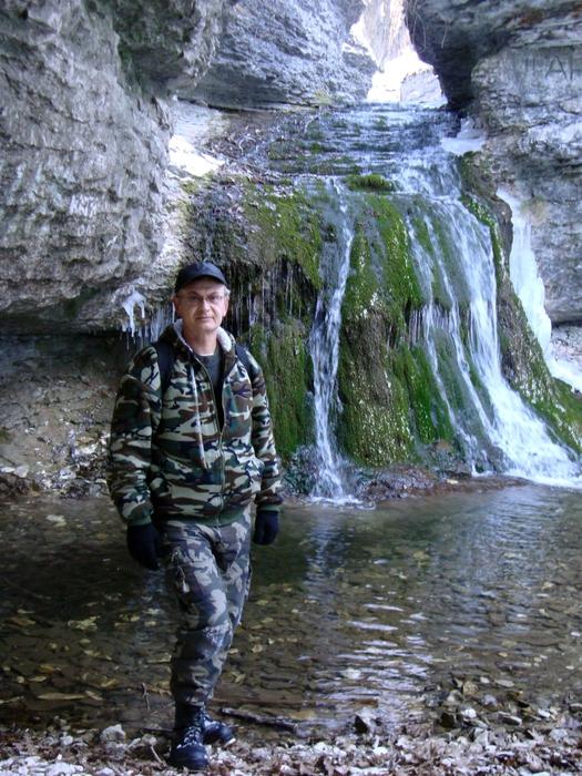 У водопада (525x700, 287Kb)