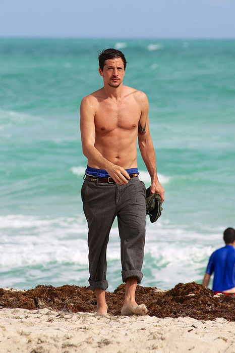 Nude pics of simon rex photos