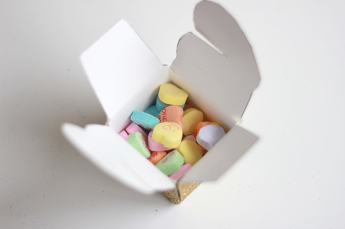 valentine's-heart-box-with-conversation-hearts (500x333, 65Kb)