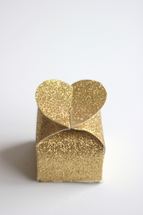 GOLD-GLITTER-BOX-FOR-VALENTINE'S-DAY (466x700, 156Kb)