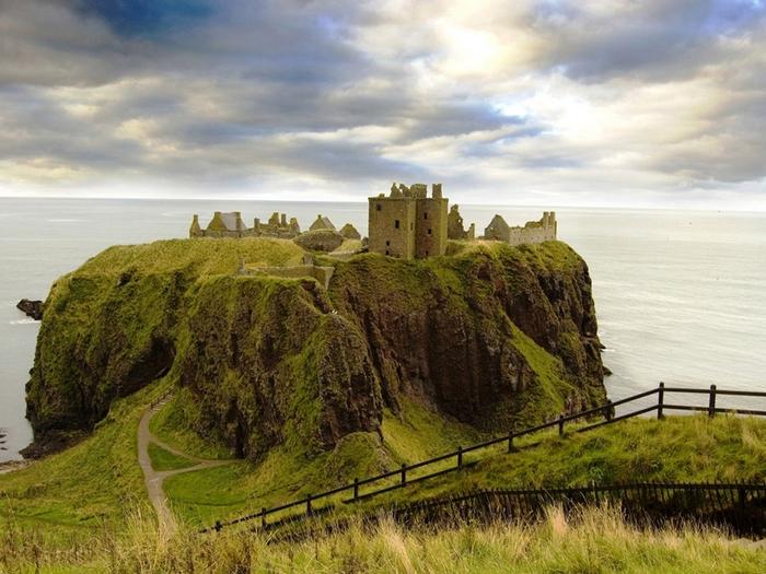 шотландский замок данноттар 1 (700x525, 290Kb)