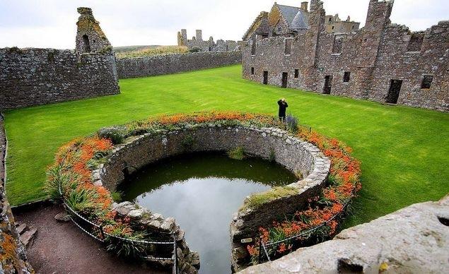 шотландский замок данноттар 3 (635x388, 217Kb)
