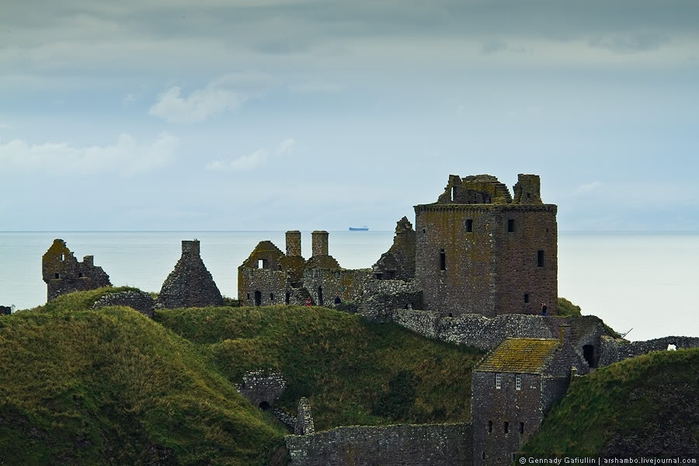 шотландский замок данноттар 5 (700x466, 188Kb)