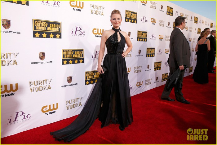 kristen-bell-critics-choice-movie-awards-2014-red-carpet-03 (700x468, 84Kb)