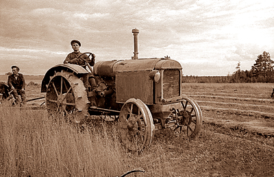 4514961_Traktor_Mts (400x258, 147Kb)