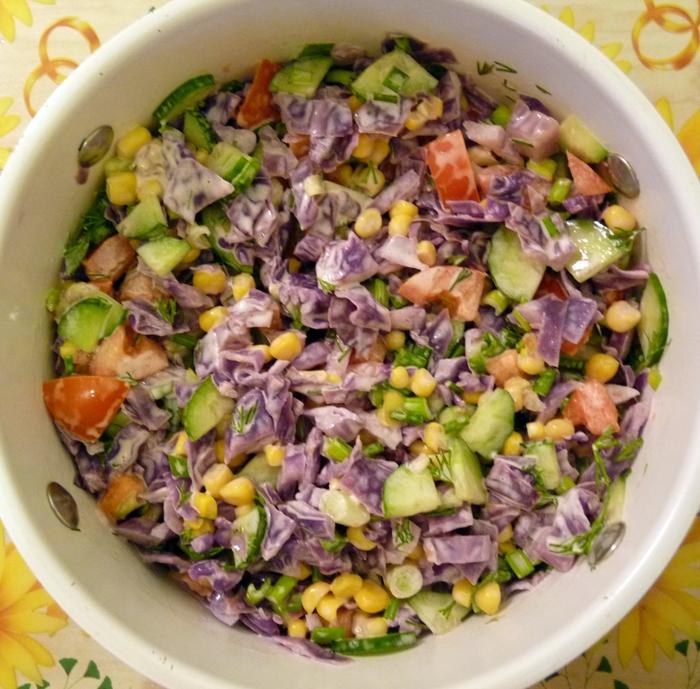 салаты из сухариков простые и вкусные рецепты