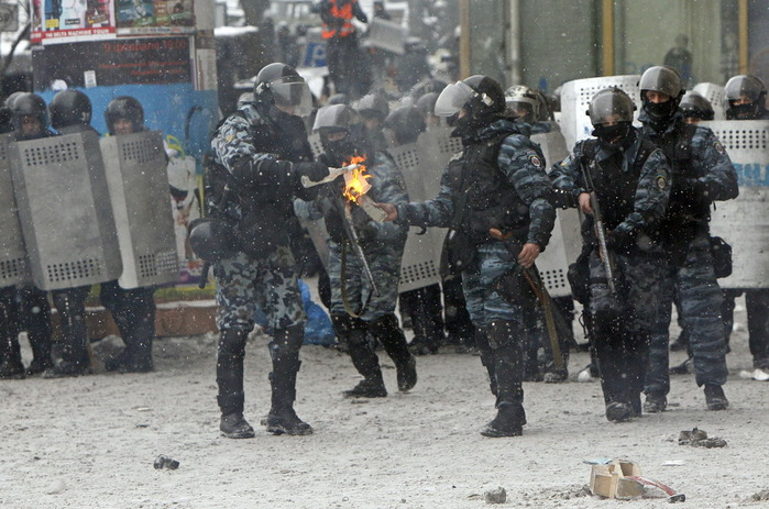 Украина, Киев, январь 2014 (700x463, 129Kb)