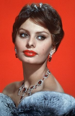 kinopoisk.ru-Sophia-Loren-393122 (291x450, 26Kb)