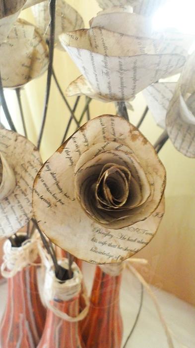 Розы из книжных и печатных страниц (40) (393x700, 191Kb)