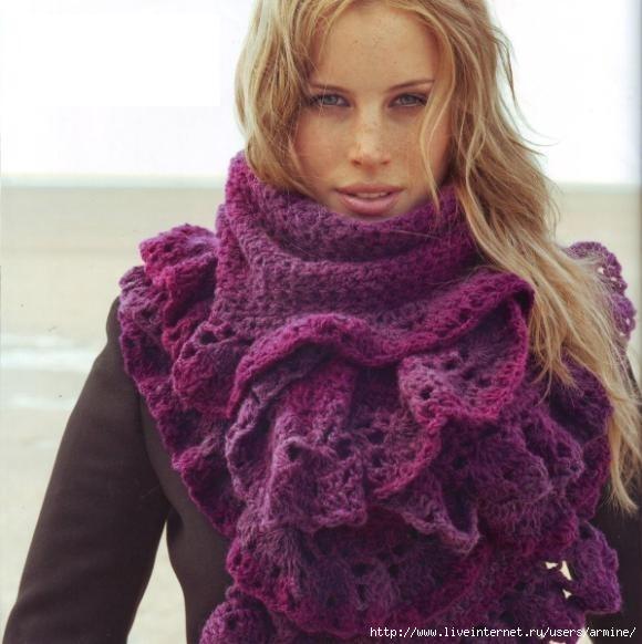 Красивый и модный широкий шарф