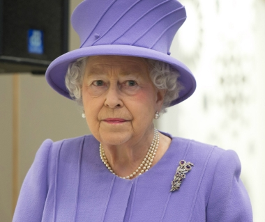 Королева Великобритании (380x319, 74Kb)