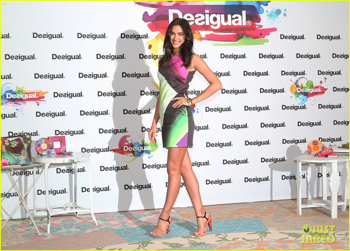 irina-shayk-presents-new-desigual-campaign-in-spain-05 (700x502, 113Kb)