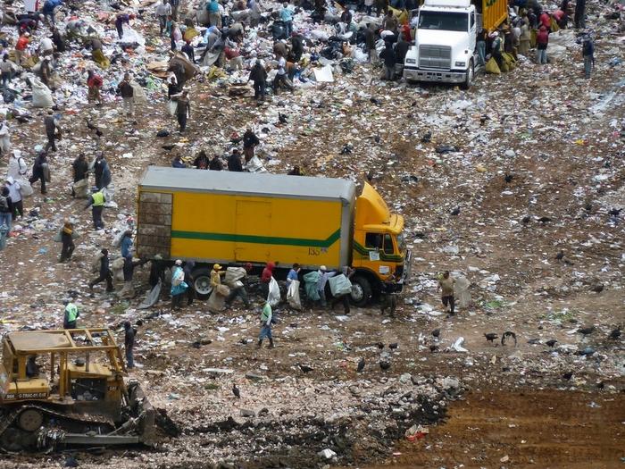 мусорная свалка в гватемале фото 3 (700x525, 536Kb)