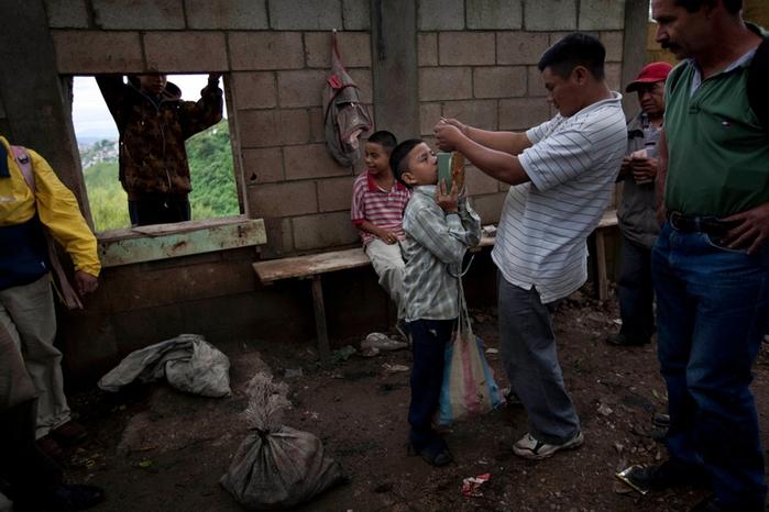 мусорная свалка в гватемале фото 14 (700x466, 342Kb)