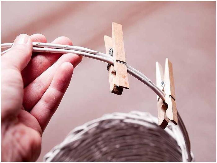 Плетение из газет. Мастер-класс по плетению корзинки для цветов (27) (700x526, 166Kb)