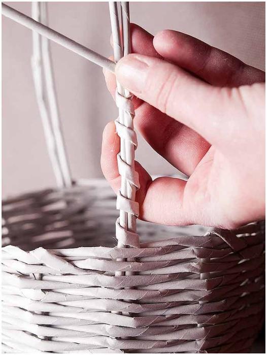 Плетение из газет. Мастер-класс по плетению корзинки для цветов (29) (526x700, 208Kb)