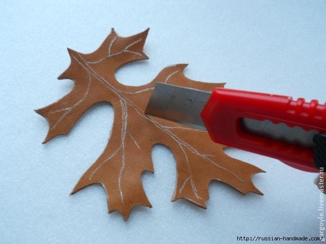 Дубовый лист из кожи и желуди из деревянных бусин (3) (635x476, 115Kb)