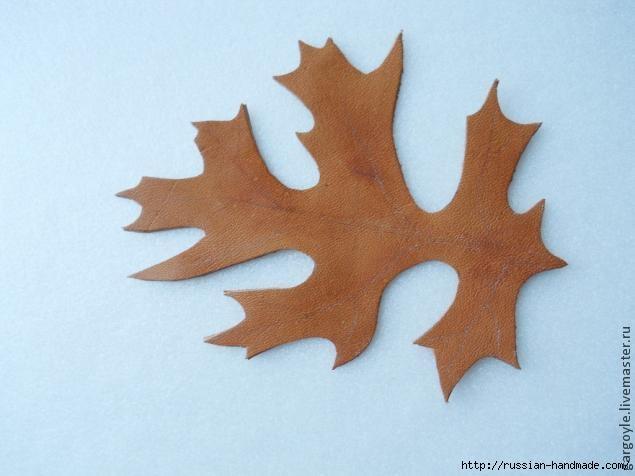 Дубовый лист из кожи и желуди из деревянных бусин (7) (635x476, 107Kb)