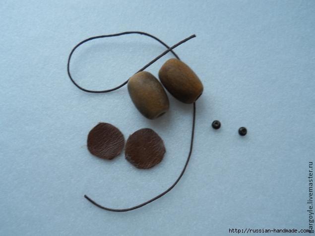Дубовый лист из кожи и желуди из деревянных бусин (12) (635x476, 99Kb)