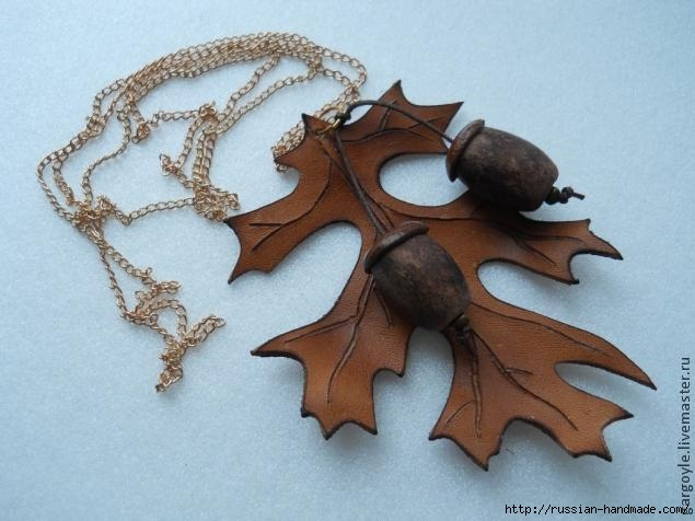 Дубовый лист из кожи и желуди из деревянных бусин (17) (635x476, 140Kb)