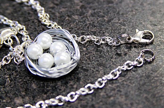 Гнездышко из жемчуга и серебряной проволоки. Кулончик своими руками (14) (695x459, 840Kb)