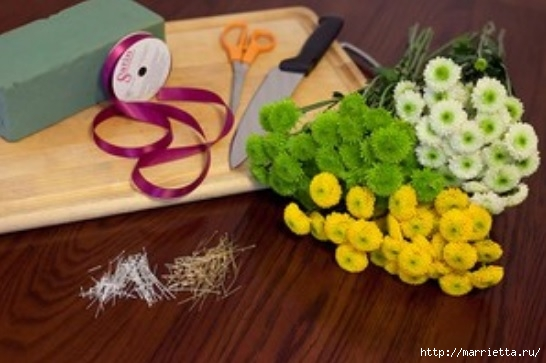 Los juguetes hechos de flores.  Pingüino del crisantemo (1) (546x363, 116Kb)