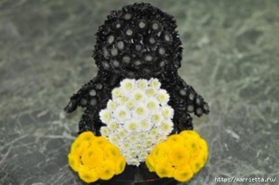 Los juguetes hechos de flores.  Pingüino de crisantemo (7) (547x363, 95Kb)
